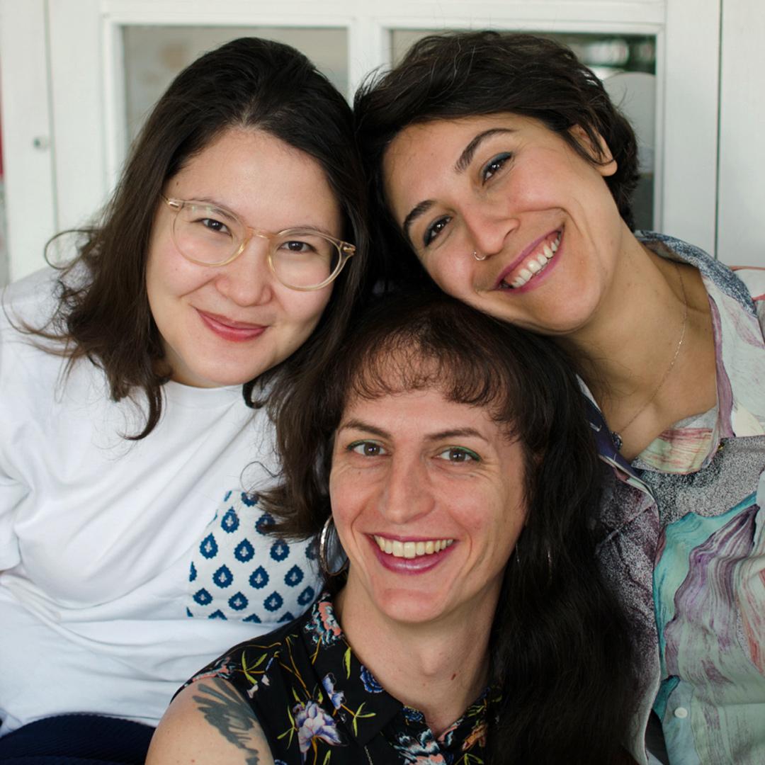 Foto der Teamer:innen Clara, Salta und Sibel
